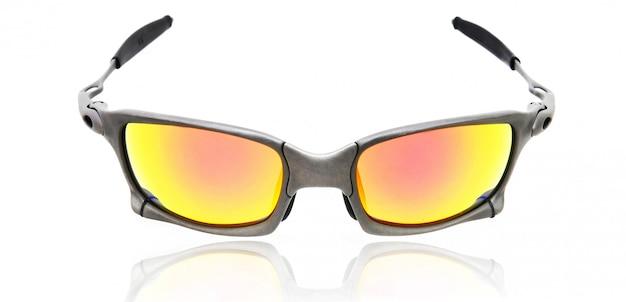Fond blanc isolé de lunettes de soleil