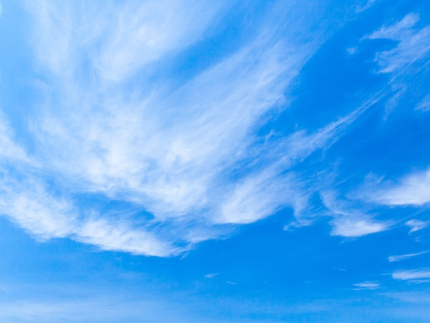 Fond bleu de ciel et nuages