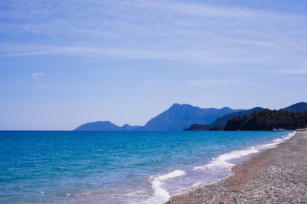 Fond bleu clair de l'eau de mer