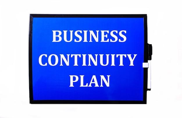 Sur fond bleu une inscription blanche plan de continuité des affaires