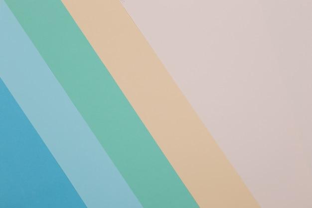 Fond bleu, vert, jaune, le papier coloré se divise géométriquement en zones