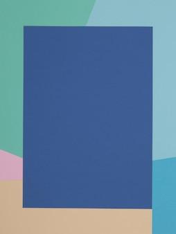 Fond bleu, vert, jaune et rose, le papier coloré se divise géométriquement en zones