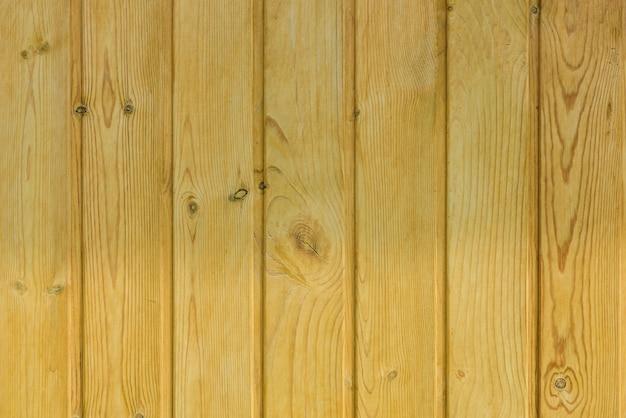 Fond en bois, bardeaux en pin teinté clair, matériaux pour les travaux de construction et de finition