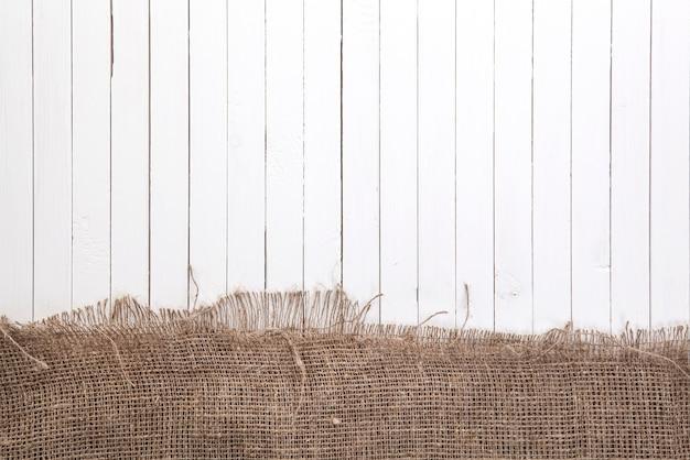 Fond de bois blanc avec chiffon