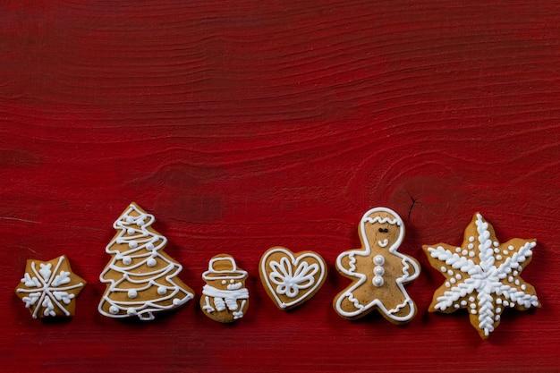 Fond de bois cadeau biscuit rouge