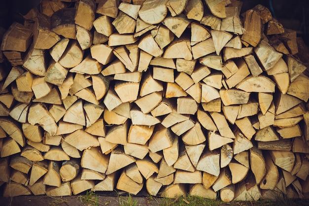 Fond de bois de chauffage empilés