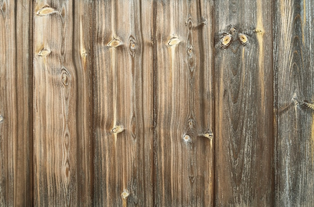 Fond en bois foncé avec des planches verticales et des rayures. surface texturée d'arbre naturel