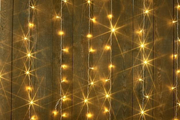 Fond en bois avec lumières lumières de noël abstraites