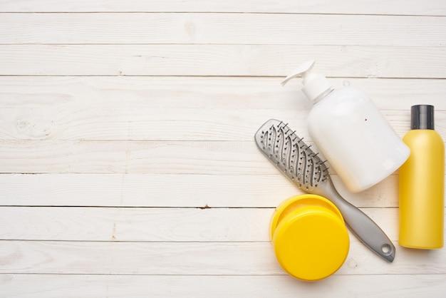 Fond en bois de soins de la peau de peigne de crème cosmétique