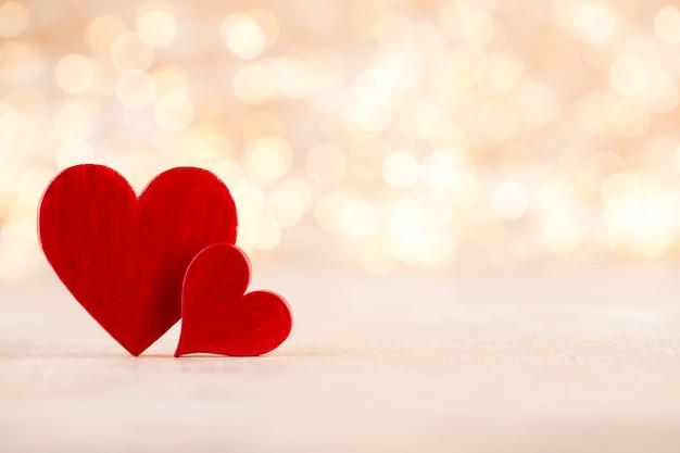 Fond de bokeh coeur rouge, carte de voeux saint valentin.