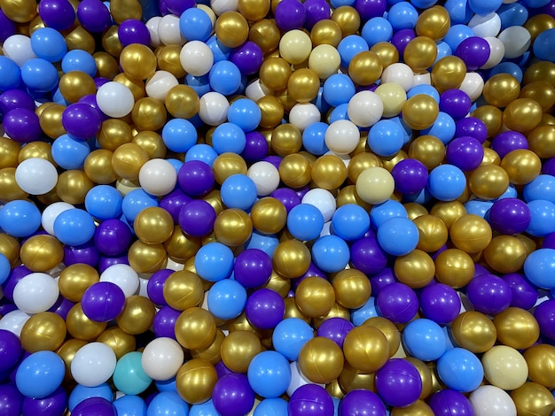 Fond de boules de boules colorées en plastique piscine pour enfants avec des boules