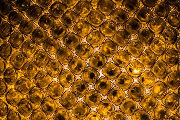 Fond de bouteilles de verre orange vides