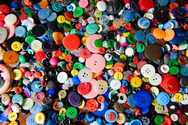 Fond de boutons de couture. texture de boutons de couture colorés