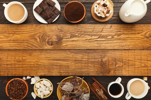 Fond de café. vue de dessus sur des tasses de différents types de café, de grains torréfiés, de lait, d'épices et de desserts assortis sur des planches de bois rustiques, espace de copie
