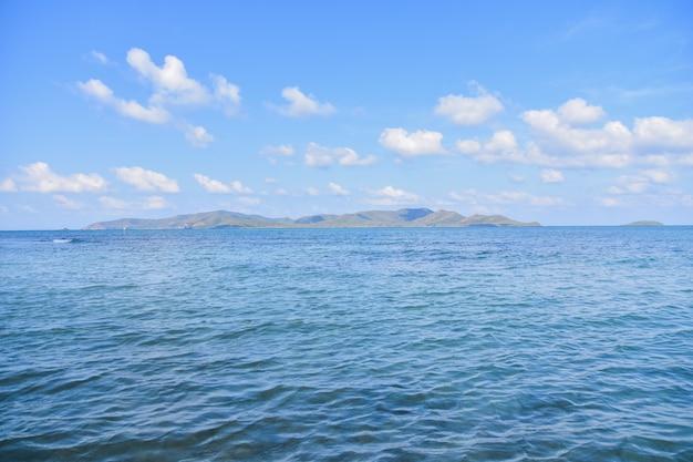 Fond de ciel bleu vue mer