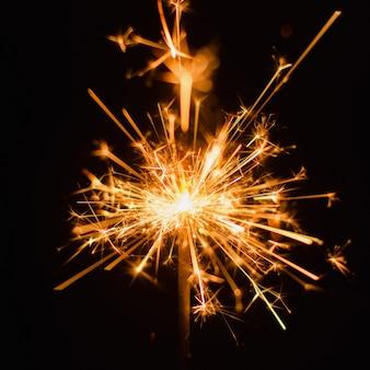 Fond de cierge magique. fond de vacances sparkler de noël et nouvel an.