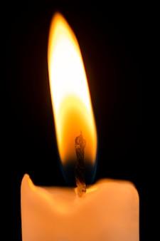Fond clair de bougie, flamme réaliste, image haute résolution