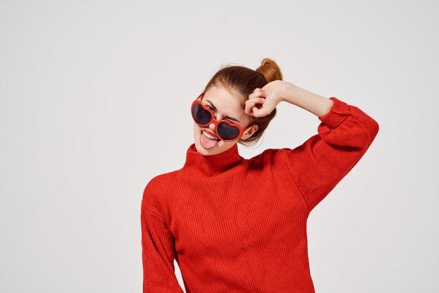 Fond clair de lunettes de soleil de style moderne femme