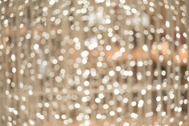 Fond clair de noël. décor lumineux de vacances. fond défocalisé avec des étoiles clignotantes. bokeh flou.