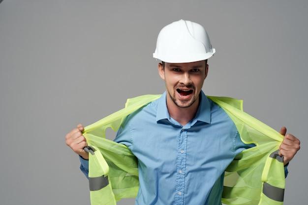 Fond clair de profession de travail de protection de constructeurs masculins