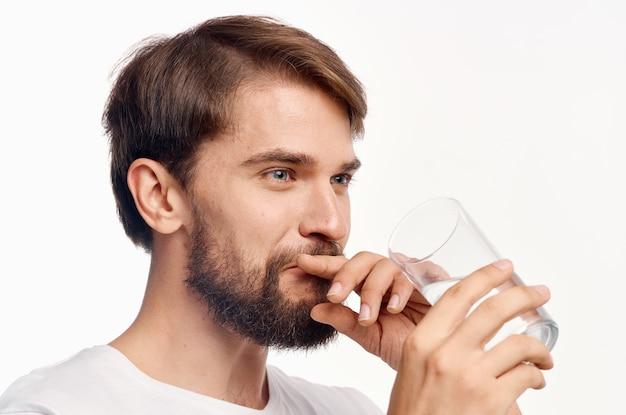 Fond clair de soins de santé bel homme