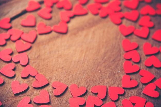 Fond avec des coeurs rouges, place pour le texte, saint valentin