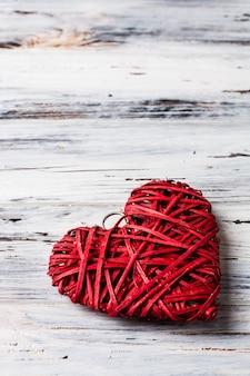 Fond avec des coeurs, valentine. la saint valentin. amour. coeurs en osier. place pour le texte. espace de copie de fond