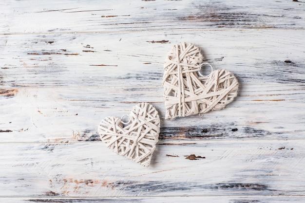 Fond avec des coeurs, valentine. la saint valentin. amour. coeurs en osier. romantique.