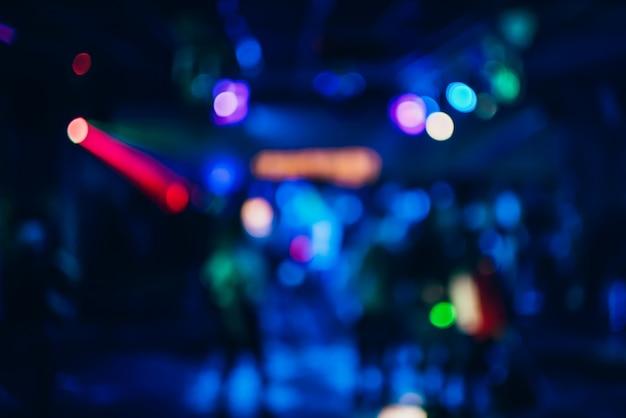 Fond coloré avec bokeh défocalisé lumières multicolores floues