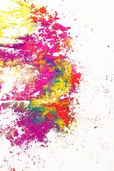 Fond coloré. colorants indiens vifs sur blanc