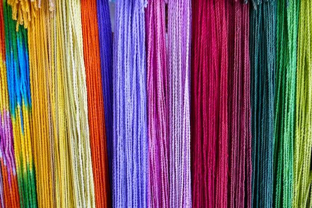 Fond de corde arc-en-ciel coloré