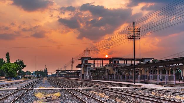 Fond de coucher de soleil paysage extérieur train gare