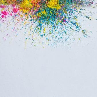 Fond de couleur holi sur fond blanc