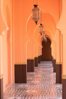 Fond de couloir de style marocain sablonneux orange
