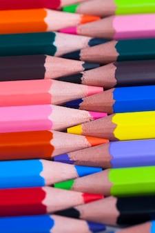 Fond de crayon en bois de couleur ordinaire