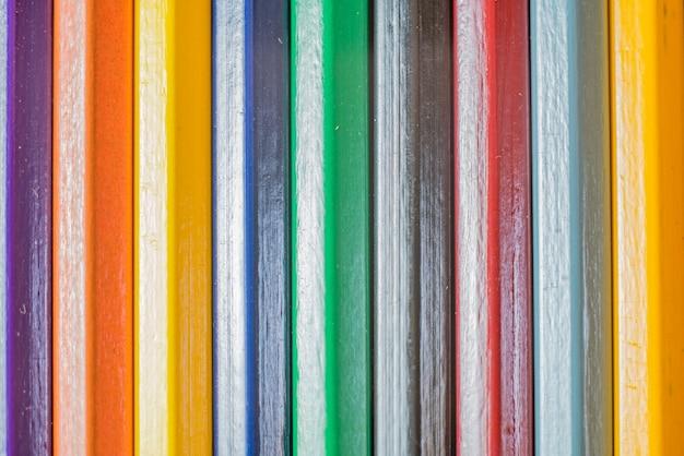 Fond de crayons de couleur en bois.