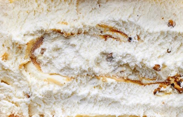 Fond de crème glacée aux noix et sirop d'érable caramélisés, vue de dessus