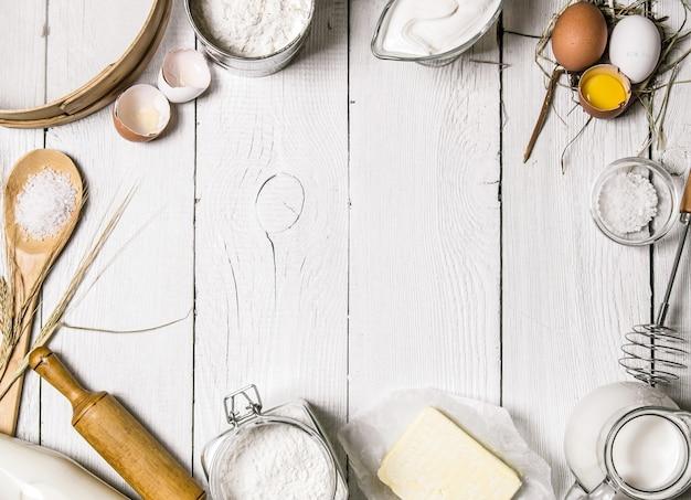 Fond de cuisson avec des instruments de cuisine