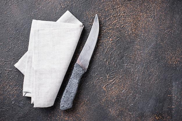 Fond culinaire avec couteau et serviette
