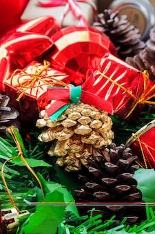 Fond décoratif coloré de noël et bonne année ornements