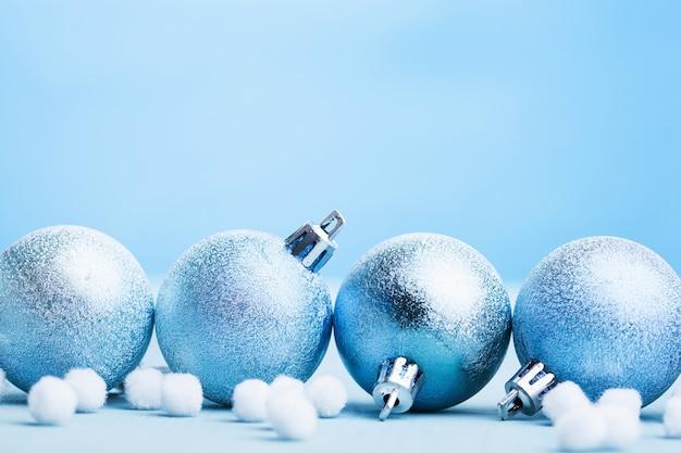 Fond de décoration de boules de noël bleu