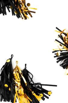 Fond de décoration festive abstraite noir et or. mise à plat. concept de vacances