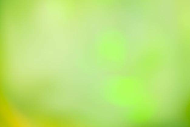 Fond défocalisé feux verts. fond de bokeh de paillettes vertes.