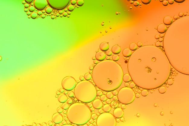 Fond dégradé rasta avec des bulles