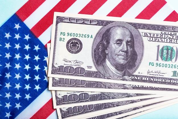 Fond de dollars américains plan de sauvetage américain programme de secours américain chèque de relance et acte de concept argent entreprise profit et idée de subsistance photo de haute qualité