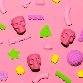 Fond doux et crâne. ambiance rose. bonbons minimal flatlay art