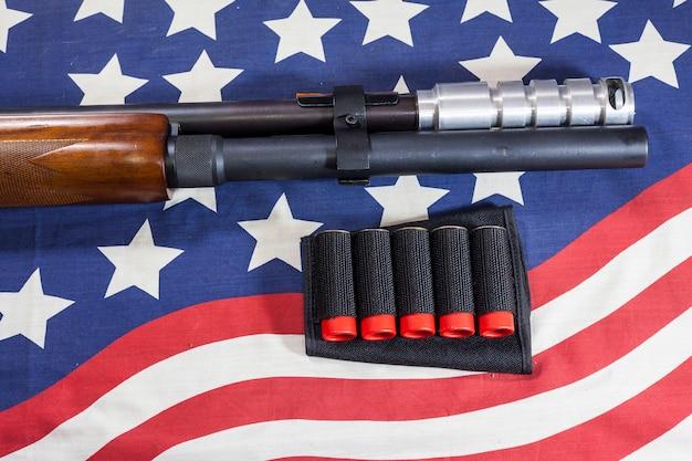 Fond de drapeau américain de fusil de chasse.