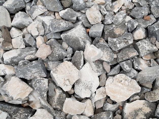 Le fond du sol en pierre.