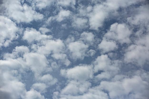 Fond d'écran paysage nuageux dans le ciel