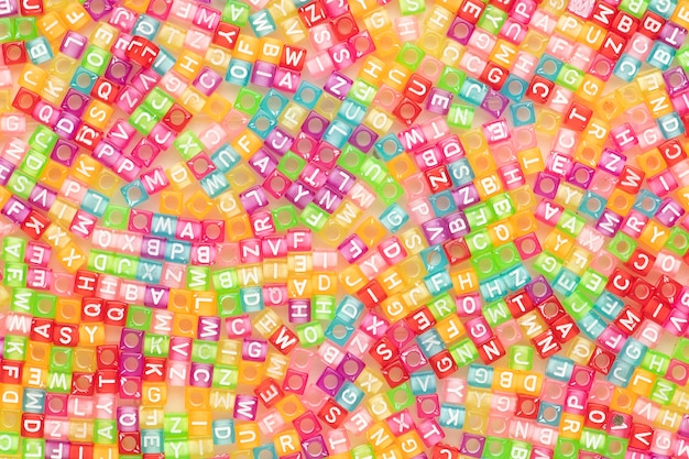 Fond d'écran de perles de lettre anglaise colorée